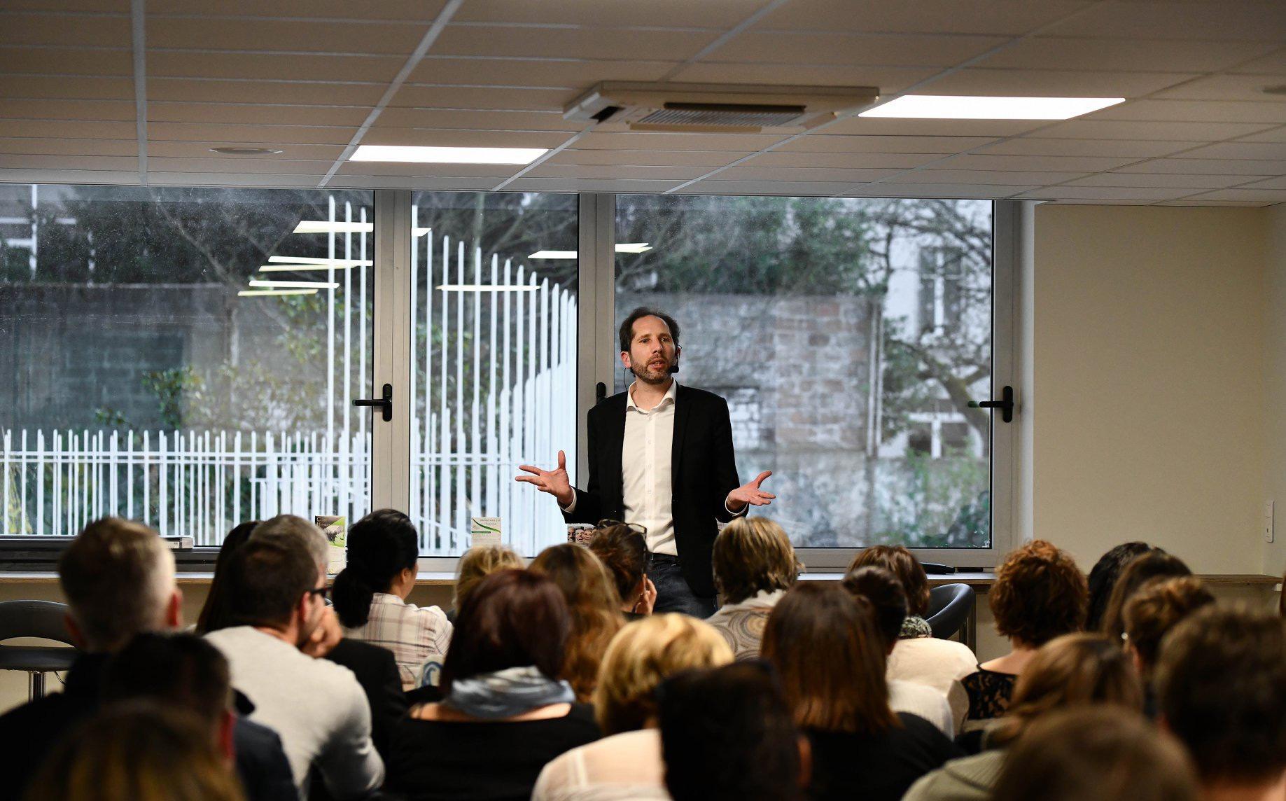 les conférences du centre hypnothérapie régional d'orléans